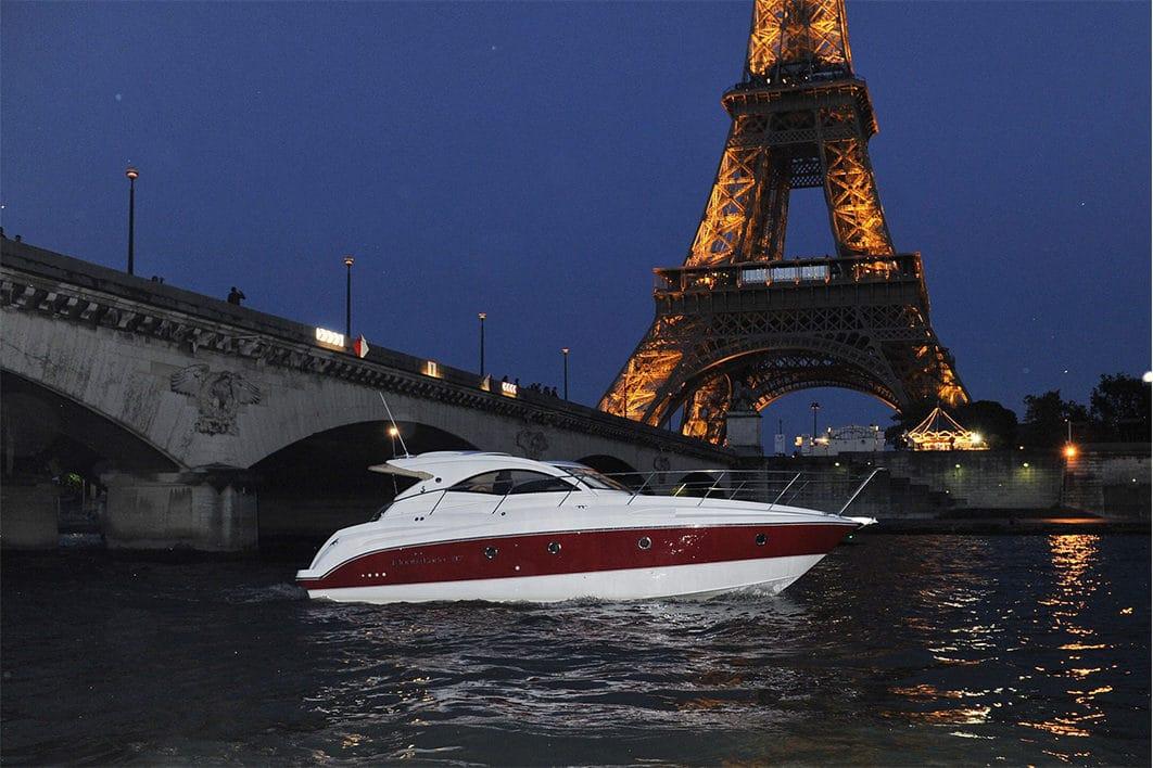 croisiere yacht devant la tour eiffel